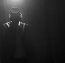 Soudain, L'Homme Dans Le Miroir Se Mit A Bouger / Nouvelle composition disponible